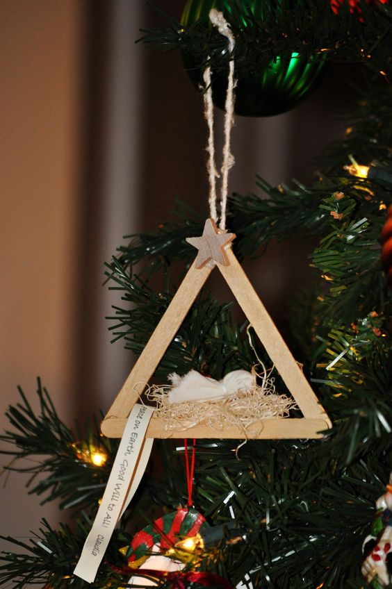 7 DIY Ideas and Tutorials to Recycle Popsicle Sticks for Christmas
