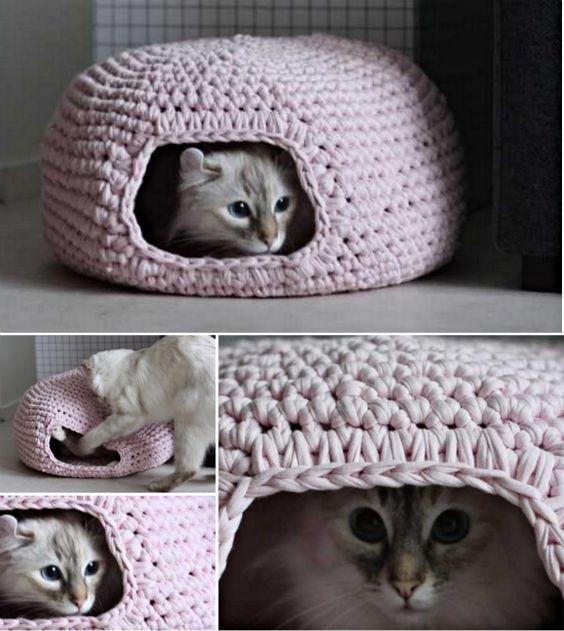 11 Creative DIY Pet Bed Ideas  and  Tutorials