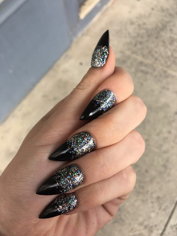 12 Stiletto-nails
