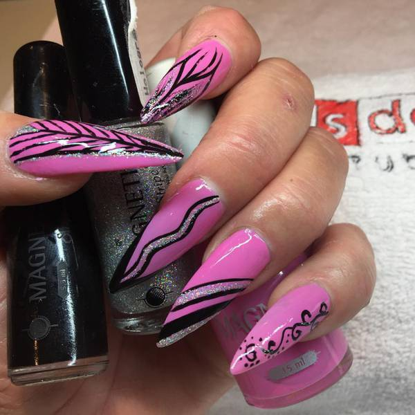 9 Pink-and-Black-Stiletto-Nails