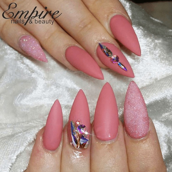 19-Looks-Pretty-Pink-Nail-Inspiration