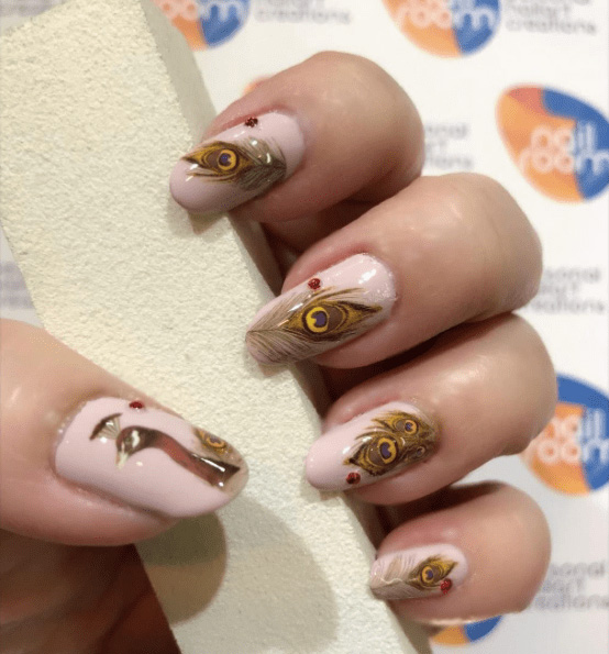 19 Peacock Nails