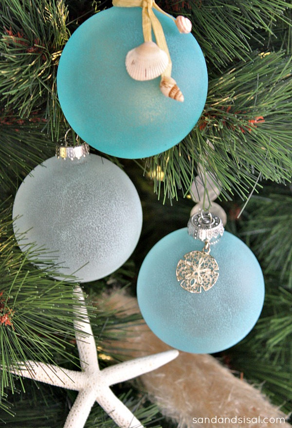 26 Creative Ideas for Decorating and Filling Clear Glass Ornaments