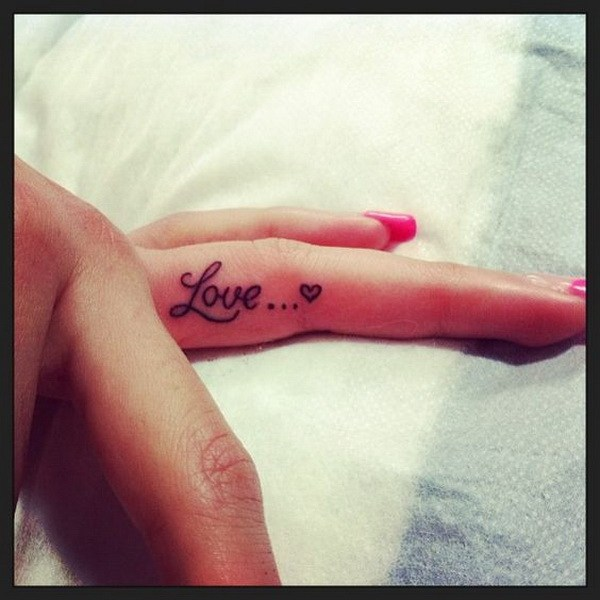 c58d8a744 50 Beautiful Finger Tattoo for Women – Page 25 – Foliver blog