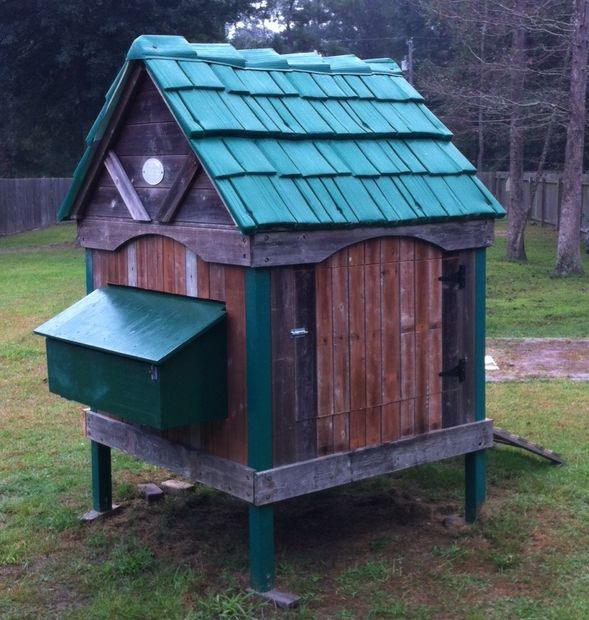 26 Chicken Coop from a Playhouse