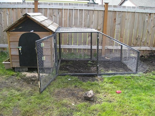 29 Convert an Old Dog House into a Simple Chicken Coop