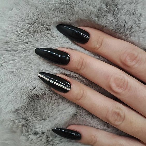 19 Cool Black Stiletto Nail Designs to Try Now