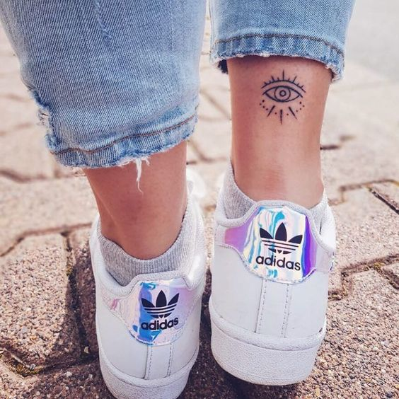 24 Tiny Ankle Tattoos That You Can Copy