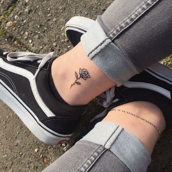 8 Tiny Ankle Tattoos That You Can Copy