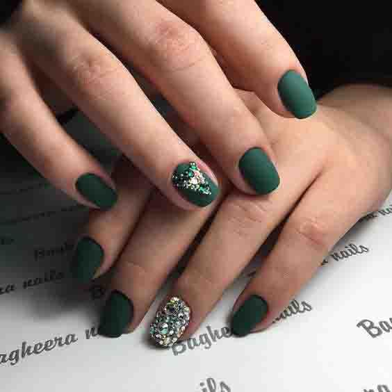 Elegant Emerald Green Nails Designs For You 1