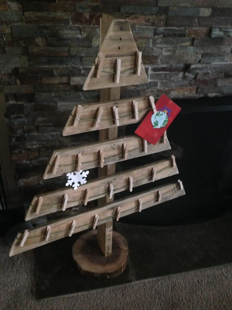 14 Amazing Christmas Pallet Projects