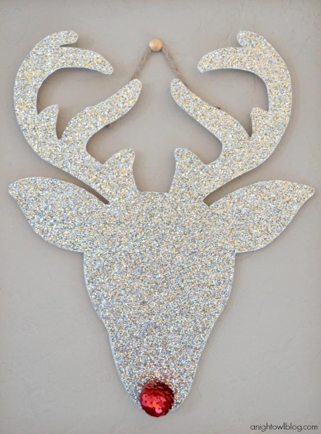 14 Creative DIY Christmas Wall Decor Ideas