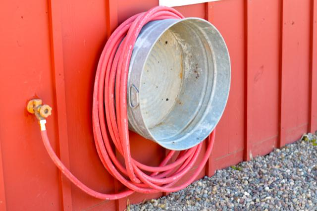 15 Genius Ways To Repurpose Galvanized Buckets and Tubs