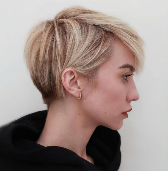 16 Easy and Cute Short Hairstyles For Round Face