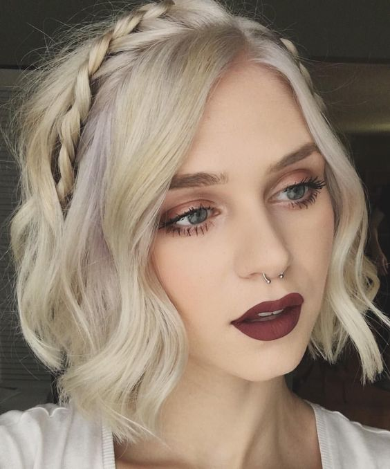 18 Easy and Cute Short Hairstyles For Round Face