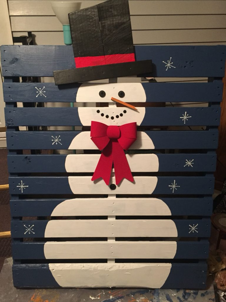 22 Amazing Christmas Pallet Projects