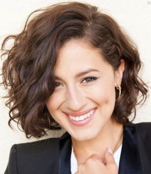24 Easy and Cute Short Hairstyles For Round Face