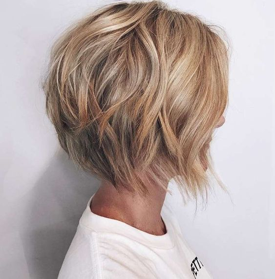 27 Easy and Cute Short Hairstyles For Round Face