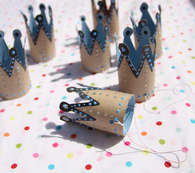 30 Toilet-Paper-Roll-Birthday-Crowns