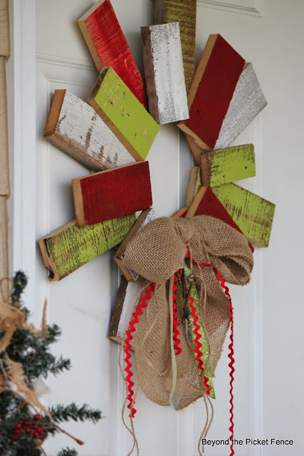 8 Amazing Christmas Pallet Projects