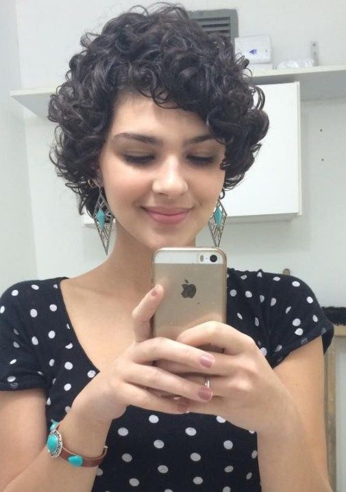 9 Easy and Cute Short Hairstyles For Round Face