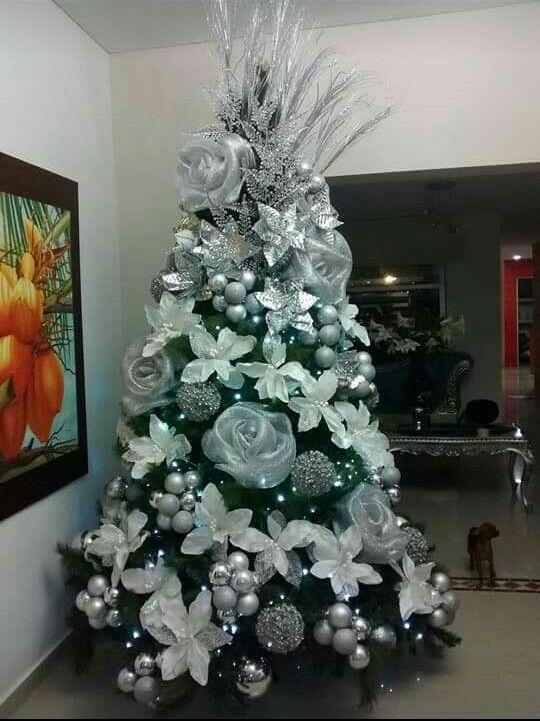 Amazing Christmas Tree Decoration Ideas 16