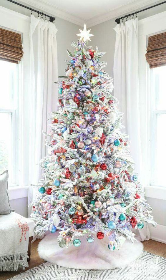Amazing Christmas Tree Decoration Ideas 20