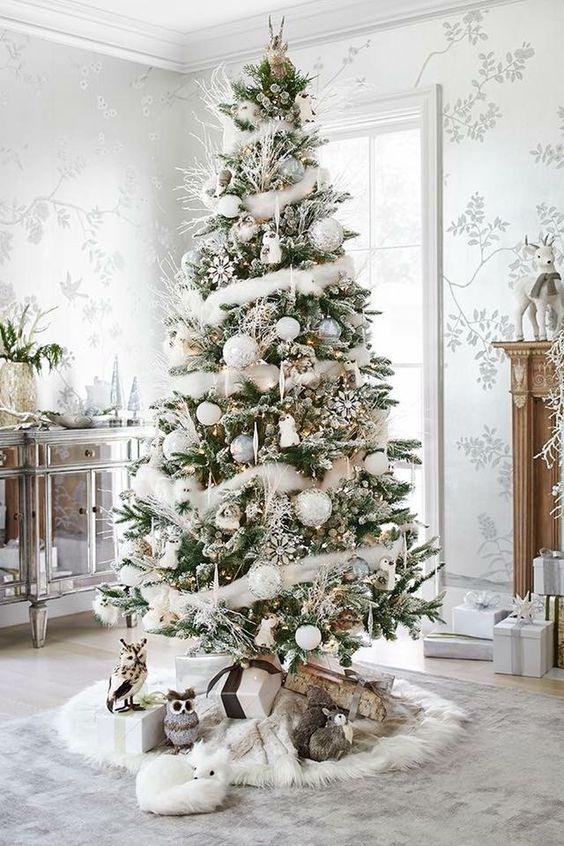 Amazing Christmas Tree Decoration Ideas 21