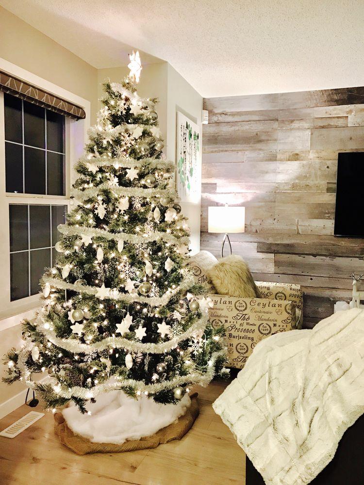 Amazing Christmas Tree Decoration Ideas 23