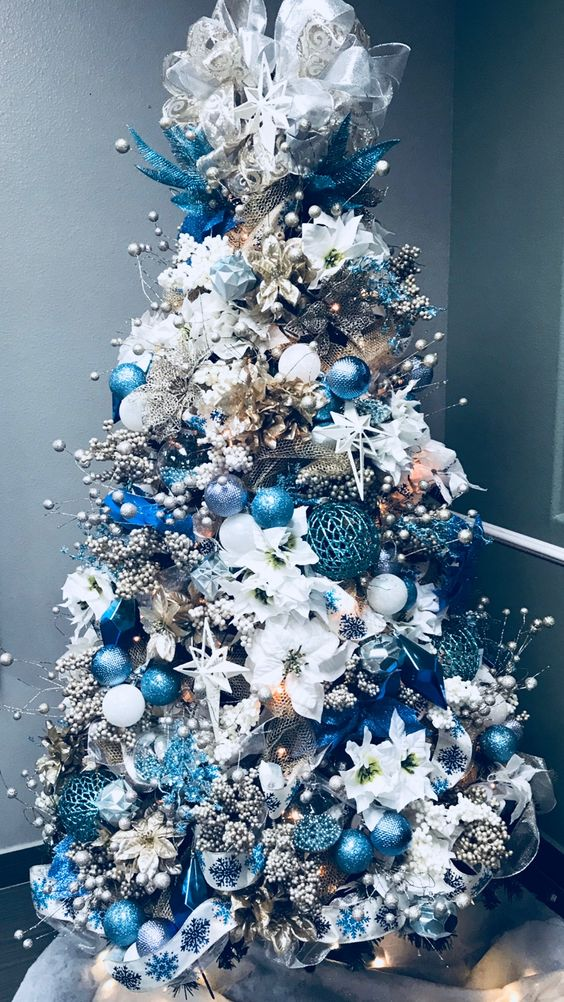 Amazing Christmas Tree Decoration Ideas 25