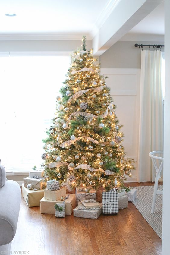 Amazing Christmas Tree Decoration Ideas 26