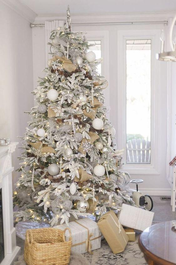 Amazing Christmas Tree Decoration Ideas 29
