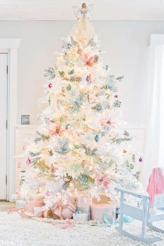 Amazing Christmas Tree Decoration Ideas 30