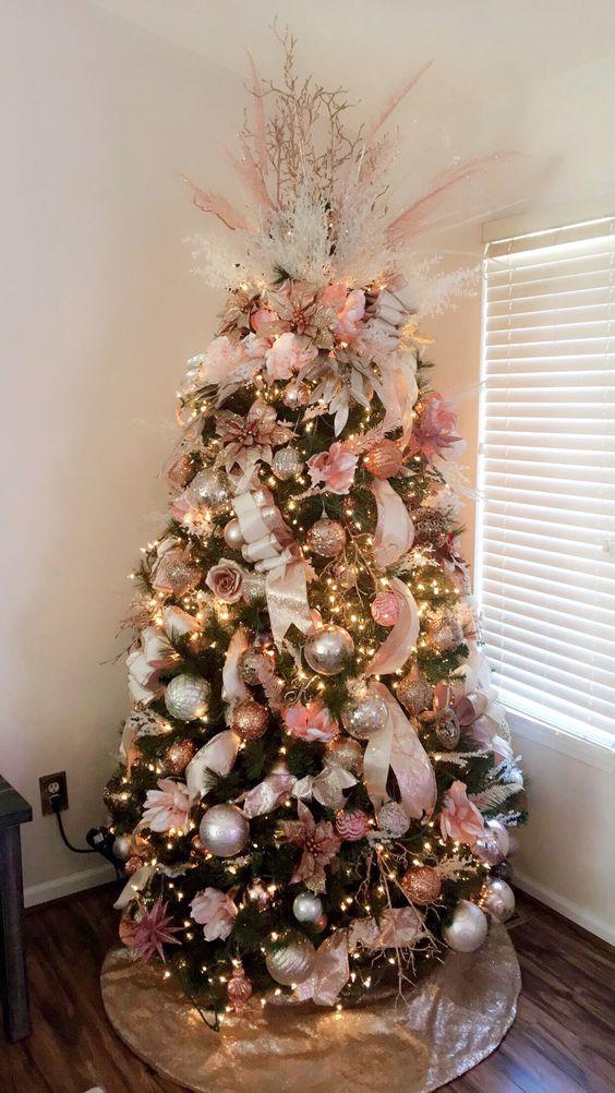 Amazing Christmas Tree Decoration Ideas 4