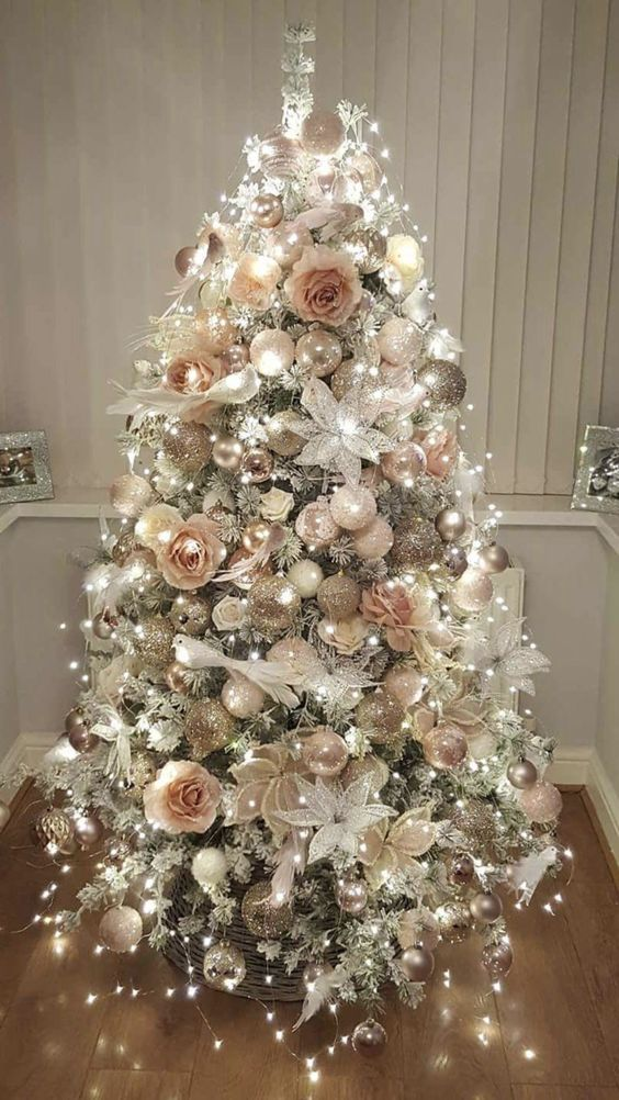 Amazing Christmas Tree Decoration Ideas 7