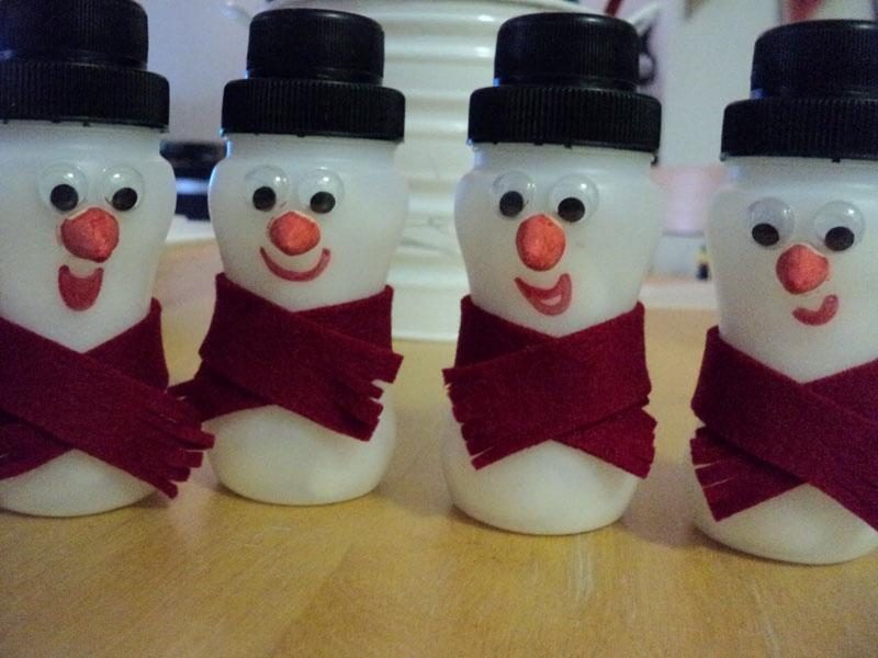 Festive Trash-To-Treasure Christmas Crafts 16