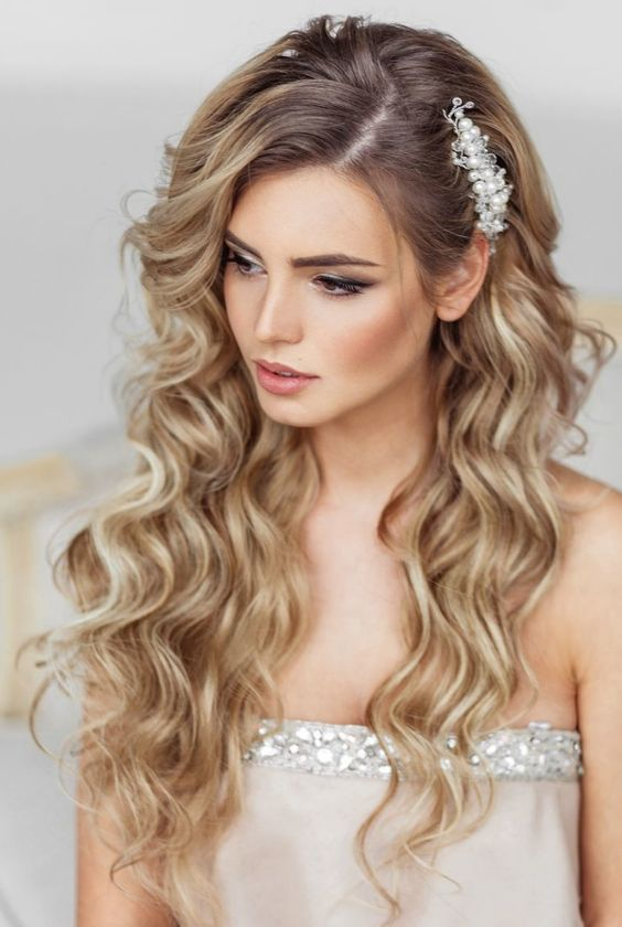Stunning Natural Wedding Hairstyle for Bride 22