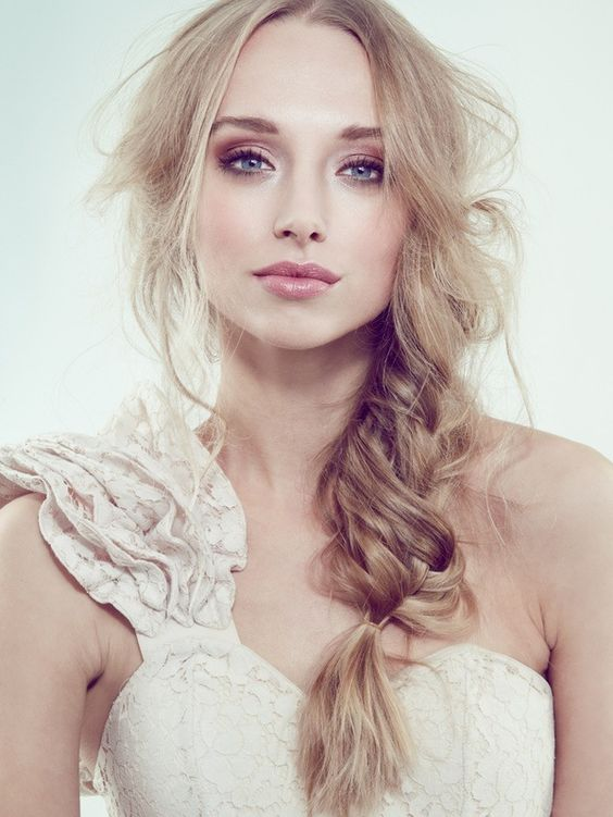 Stunning Natural Wedding Hairstyle for Bride 4