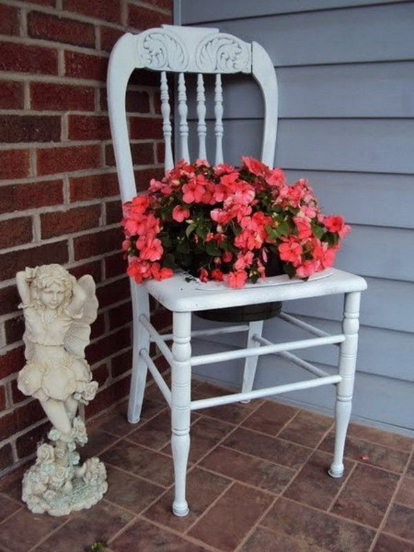 10 Unique  DIY Planter Ideas For Your Front Porch