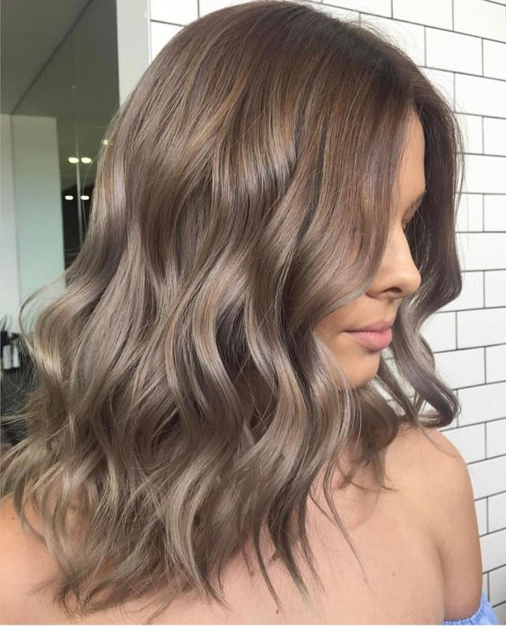 11 Stunning Shoulder Length Hairstyles and Haircuts