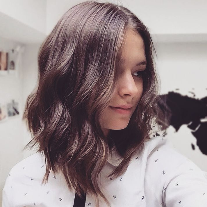 12 Stunning Shoulder Length Hairstyles and Haircuts