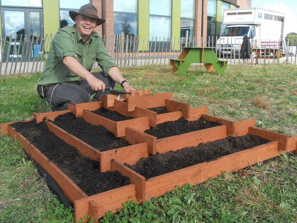 19 Slot Together Pyramid Garden Pallet Planter