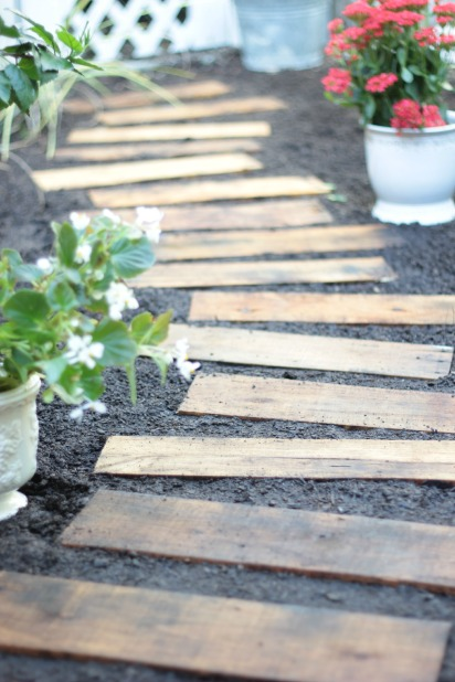 23 DIY Pallet Projects with Tutorials