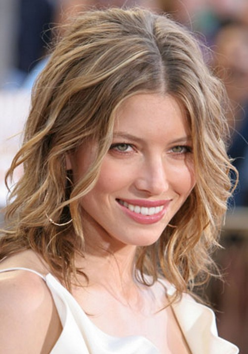 25 Stunning Shoulder Length Hairstyles and Haircuts