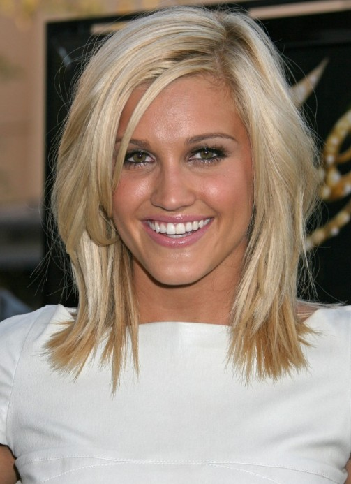 32 Stunning Shoulder Length Hairstyles and Haircuts