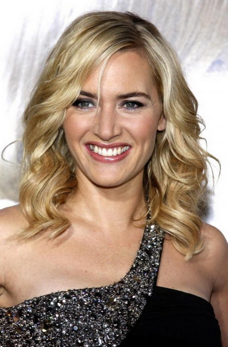 35 Stunning Shoulder Length Hairstyles and Haircuts