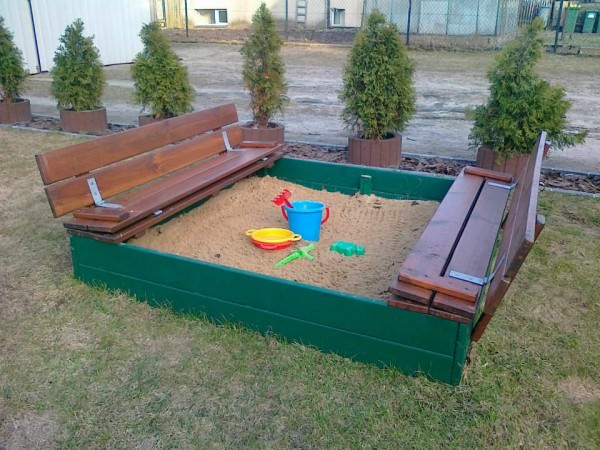 36 Sandbox-Made-Out-of-Recycled-Pallets