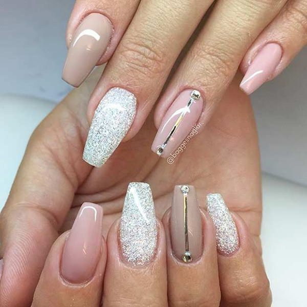 8 Stunning Acrylic Nail Ideas  to Inspire You