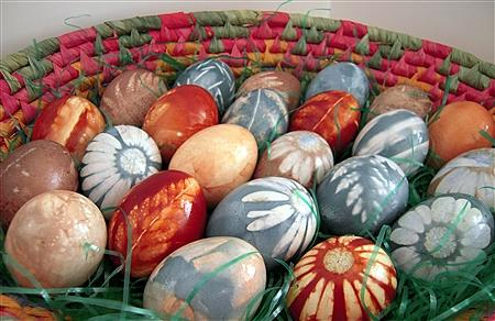 10 Natural Dye Colored Easter Eggs