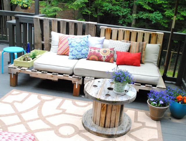 13 Outdoor Pallet Sofa